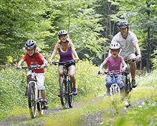 Fahrradtour mit der Familie in Park Bostalsee