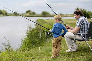 Rustig vissen met een bungalow aan het water